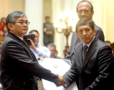 Oficiales De La Policia Nacional Del Peru Invitados Al Retiro 2013
